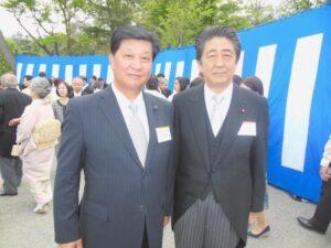 春の園遊会にて天皇陛下と安倍総理と