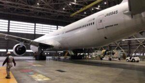 羽田空港内のJAL整備工場を視察